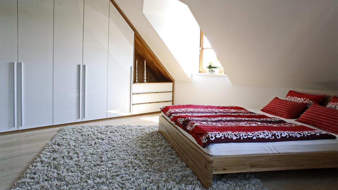 schlafzimmer einrichtungen und m bel massivholzbett kleiderschrank. Black Bedroom Furniture Sets. Home Design Ideas