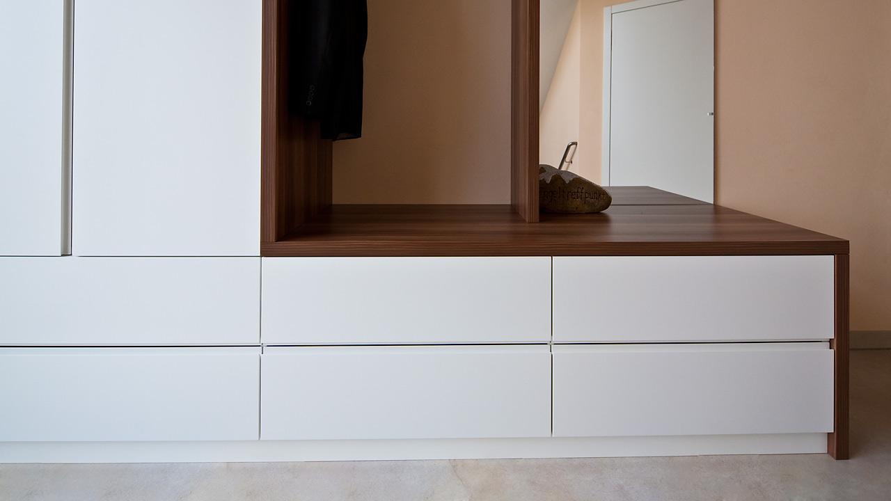 individuelle garderobenm bel held schreinerei freising. Black Bedroom Furniture Sets. Home Design Ideas