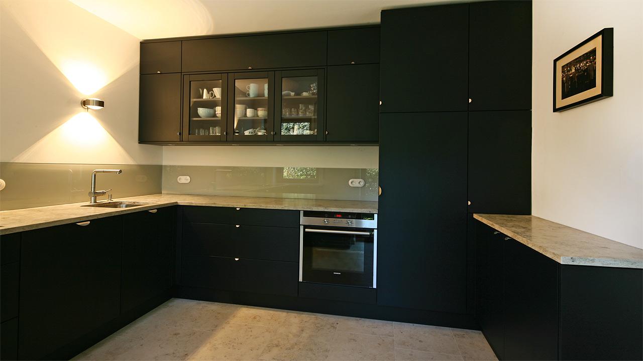 schreinerkueche 18 3. Black Bedroom Furniture Sets. Home Design Ideas