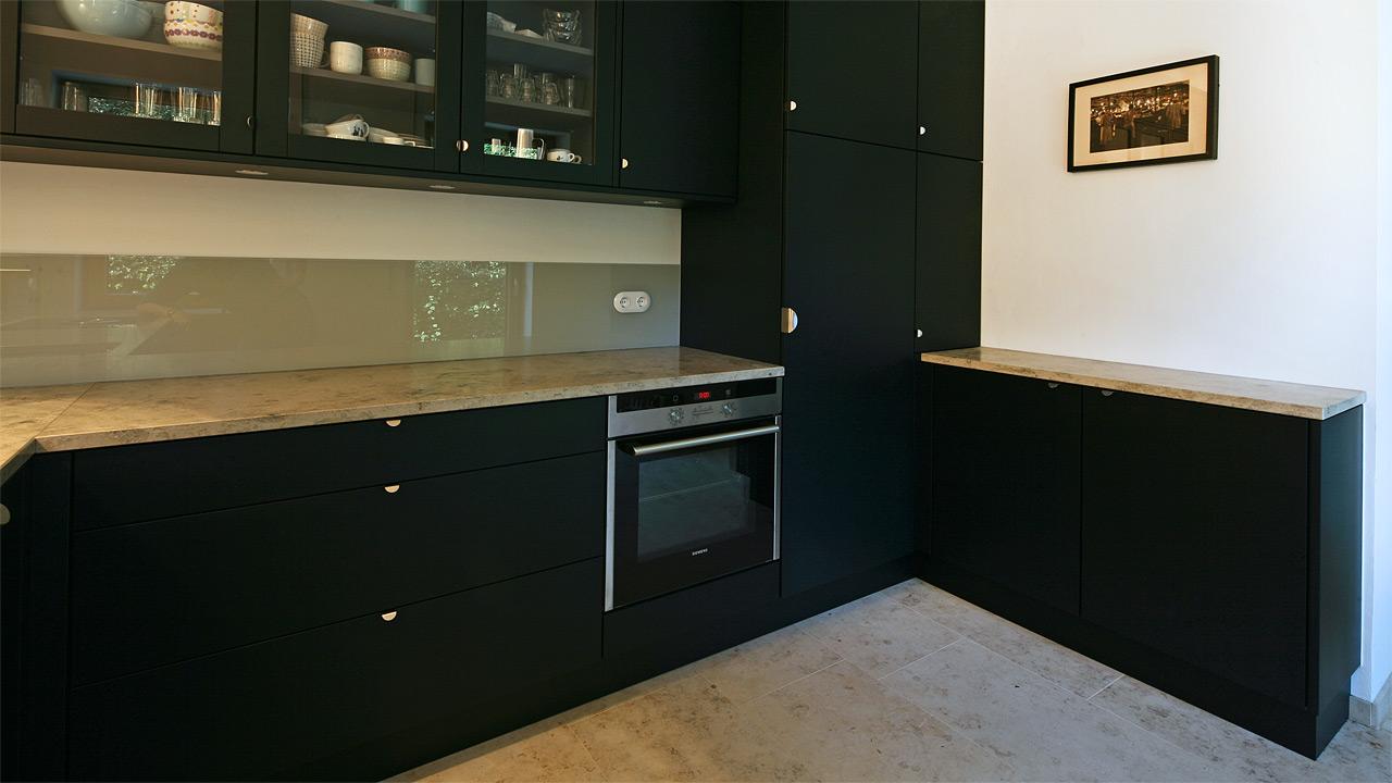 schreinerkueche 18 4. Black Bedroom Furniture Sets. Home Design Ideas
