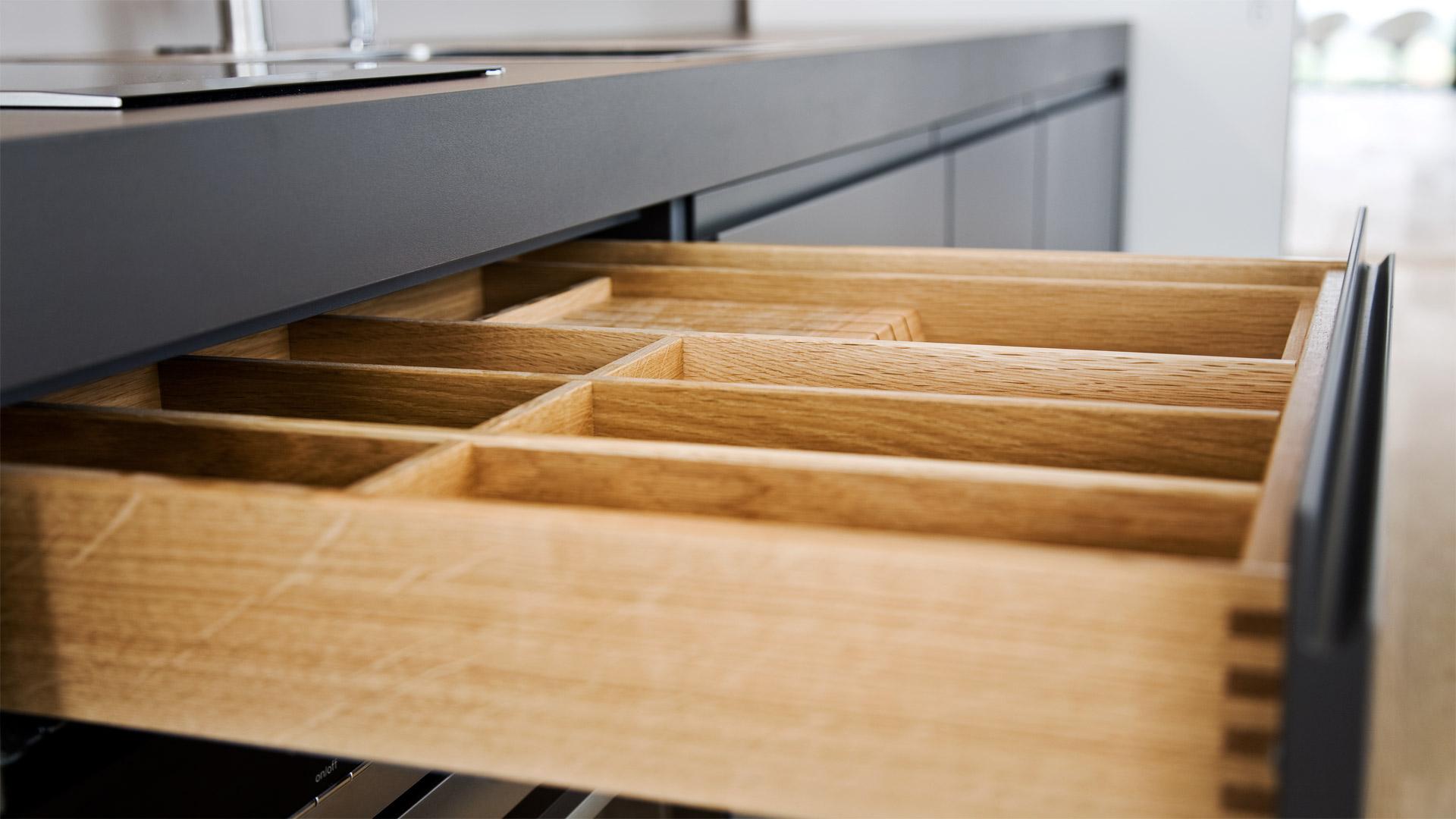 hochwertiger innenausbau und m blierung. Black Bedroom Furniture Sets. Home Design Ideas